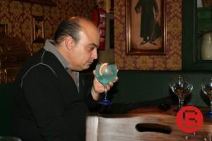 Socio degustando Gin TONIC