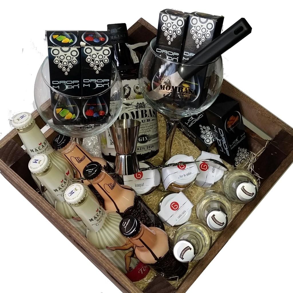 Cestas y regalos de Navidad con ginebra Mombasa Club, aromatizadores , accesorios y botánicos.
