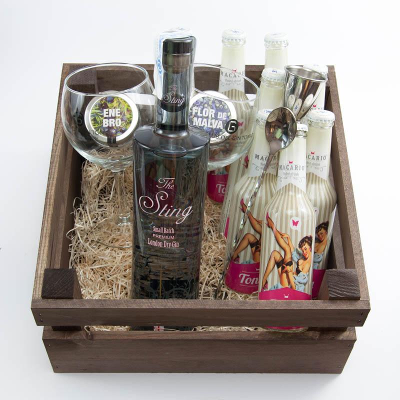 Cesta de regalo con ginebra y tónicas. Pack gin tonic de regalo