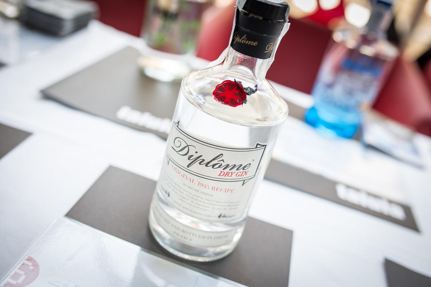 Ginebra Diplome Dry Gin, ginebra premium para Gin Tonic