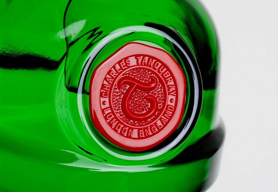 botella tanqueray detalle 1
